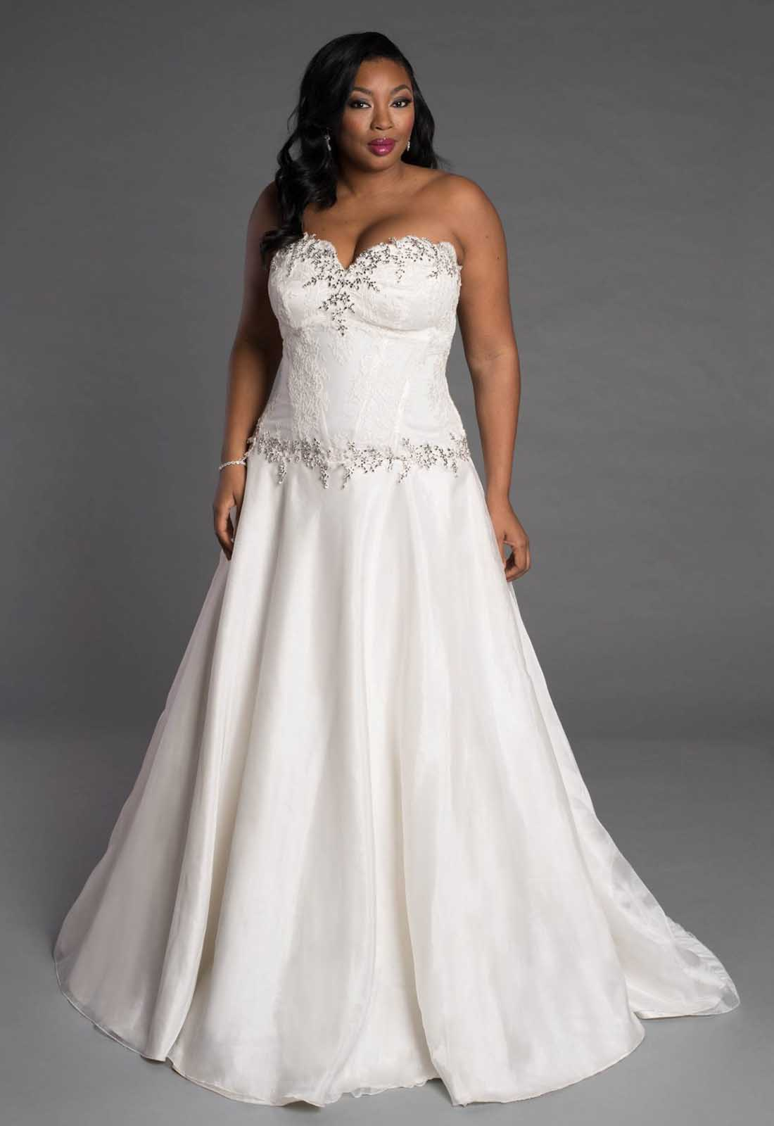 3a1455fecc3b3 Personally, my favorite silhouettes for plus size brides are anything  fitted, such as a mermaid or sheath gown, and ball gowns. I think the  tighter fitting ...